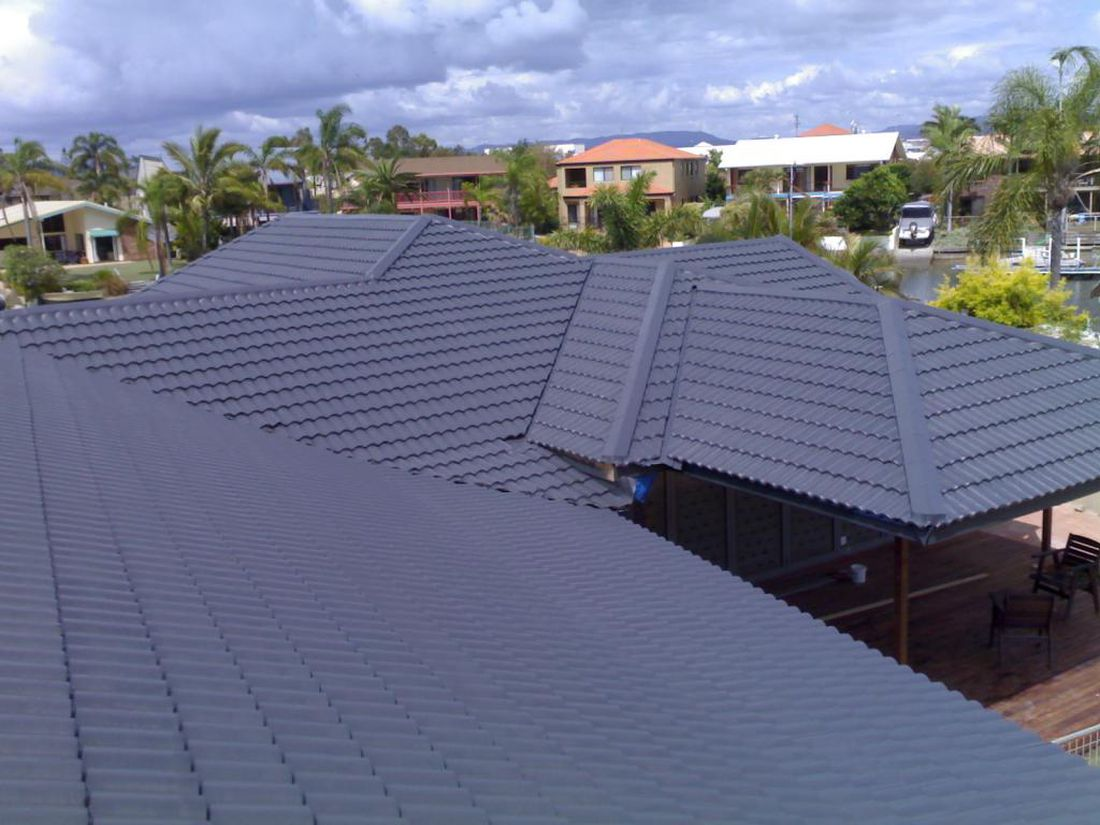how much does a metal roof cost per square foot on a budget