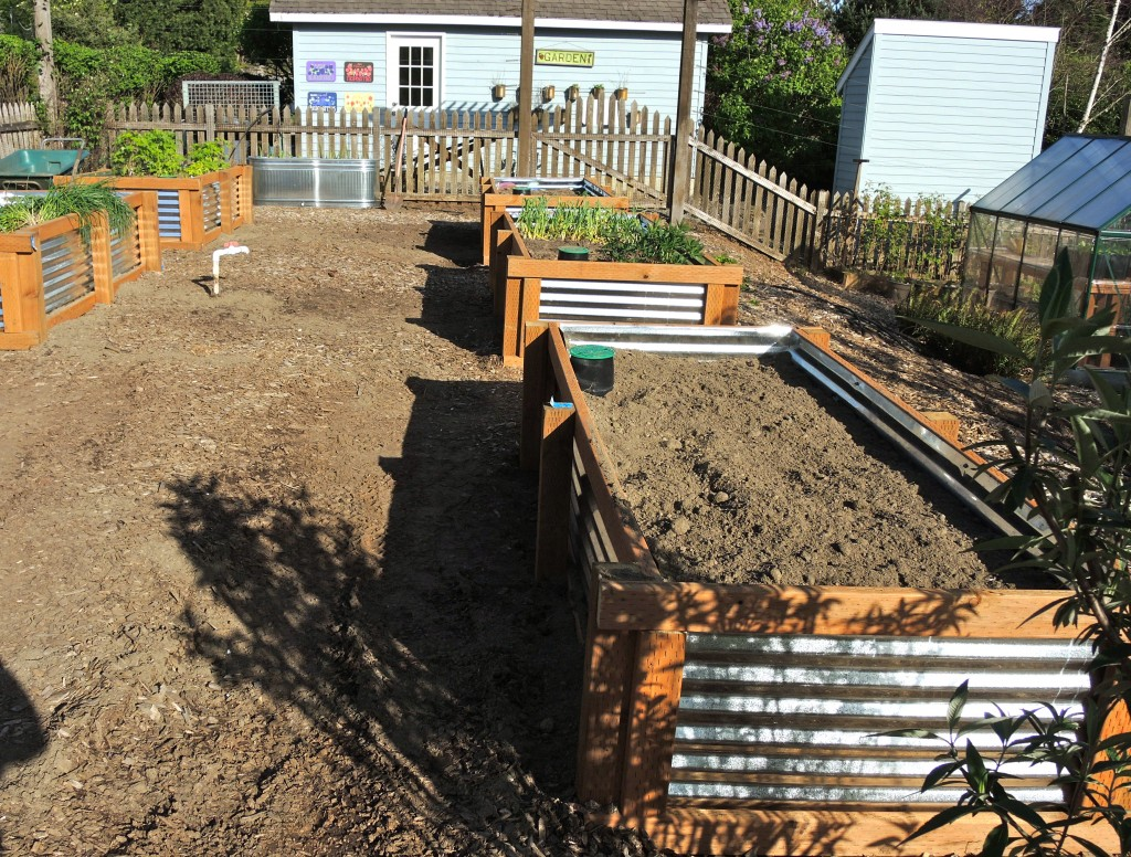 cheap planter box with corrugated metal