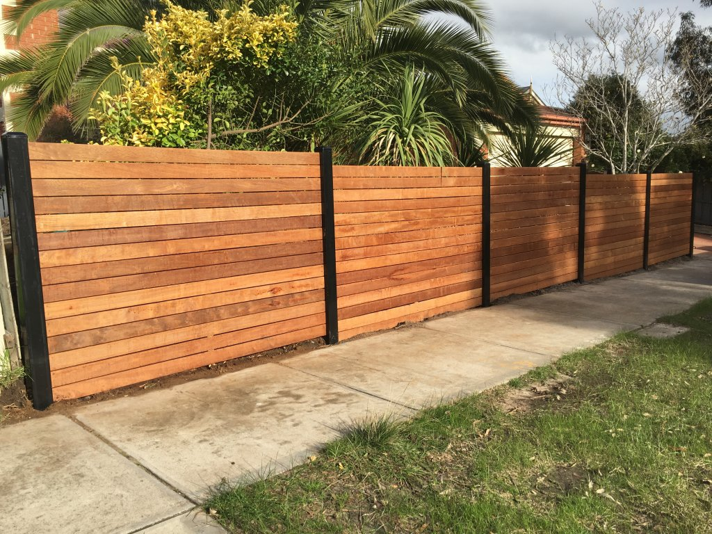 how to install stockade fence with metal posts